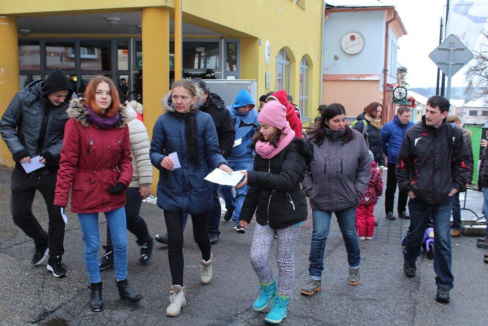 Registrace účastníků pochodu byla u infocentra na náměstí.
