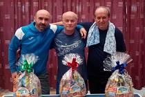Trio nejúspěšnějších z tradičního klání stolních tenistů v Rožmitále na Šumavě: (zleva) druhý Pavel Lattner, vítěz Luboš Fessl a třetí Milan Bartko.