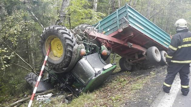 Nehoda traktoru u Loučovic.