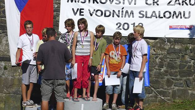 Největší úspěch na šampionátu naděje krumlovského SK Vltava vybojovaly v kategorii hlídek kanoistů, kde předčily nakonec  bronzové závodníky Valašského Meziříčí i stříbrné chlapce z Olomouce a mohly se radovat ze  zisku titulu mistrů ČR.