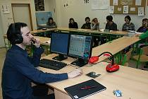 Škola nemusí být nuda. Díky modernizaci českokrumlovského gymnázia je výuka jazyků či psaní na stroji záživnější a příjemnější.