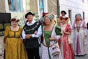 Český Krumlov se vrátil do renesance. Žije Slavnostmi pětilisté růže.
