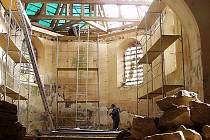 Oprava celé střechy a krovů, zajištění statiky, výstavba nové kostelní věže, obnova pláště i interiéru a pořízení nového mobiliáře - takový je plán záchrany   kostela sv. Linharta v Pohorské Vsi na Kaplicku.
