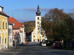 Benešovskou dominantou je majestátně vyhlížející kostel sv. Jakuba Většího v centru obce.