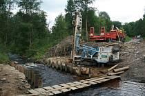 Přemostění Pohořského potoka silničáři nejen opraví, ale také rozšíří.