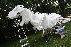 Dinosauři na otáčivém hledišti