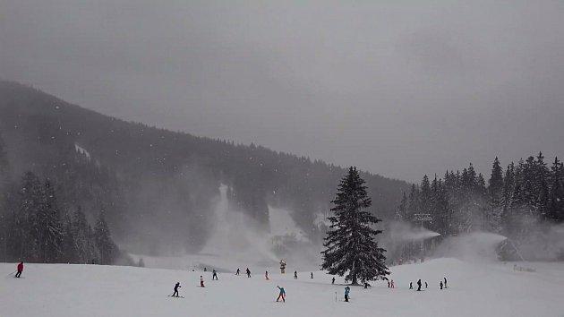 Na Lipensku si lyžaři užijí, areály hlásí přívaly nového sněhu