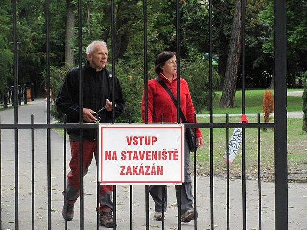 Městský park v Českém Krumlově byl celé léto uzavřený.