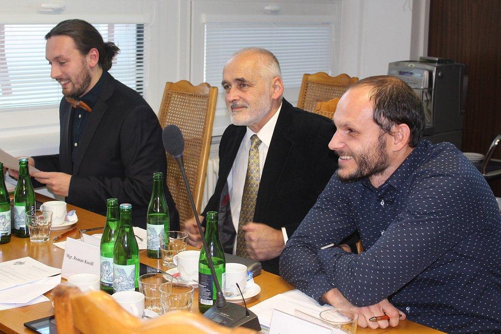 Zleva: Ivo Janoušek, 3. místostarosta města, radní Jiří Olšan a zastupitel Martin Fürst.