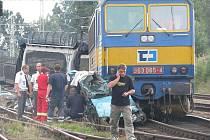 Srážka osobního automobilu s vlakem v Omlenici.