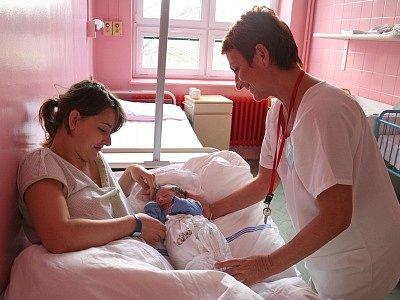 """Ženám se především líbí """"domácí"""" prostředí porodnice a přístup sestřiček či doktorů. Mezi šťastné maminky patří i Eva Bartoňová z Větřní."""
