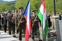 Pieta v Rájově a na zlatokorunském hřbitově. Nahlédnutí do dobového vojenského tábora maďarských vojáků.