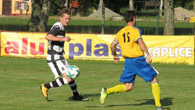 Oblastní I.B třída (skupina A) - 24. kolo: FK Spartak Kaplice (černobílé dresy) - TJ Blesk Klikov 7:2 (2:0).