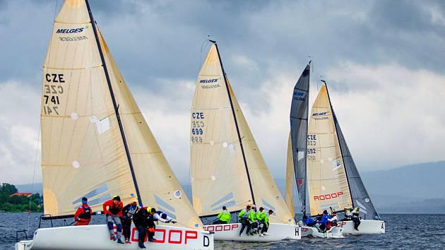 Česká jachtařská liga se jezdí na lodích Melges 24.