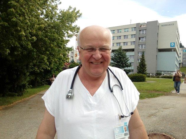 JINDŘICH FLORIÁN. Je žhavým kandidátem na vedení nemocnice, ale rád by si zachoval isvůj primariát. Foto: Jan Houska