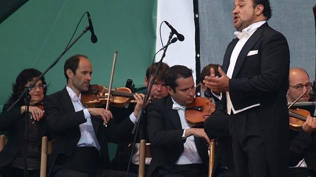 Slavný mexický tenorista Ramón Vargas se do Česka u příležitosti pátečního zahajovacího koncertu Mezinárodního hudebního festivalu Český Krumlov vrátil po šesti letech.