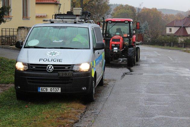 Polici ráno šetřila nehodu, která se stala na křižovatce vKájově.