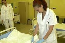 Obvazování a jiné praktické úkony musely provádět studentky českokrumlovské  střední odborné školy zdravotnické