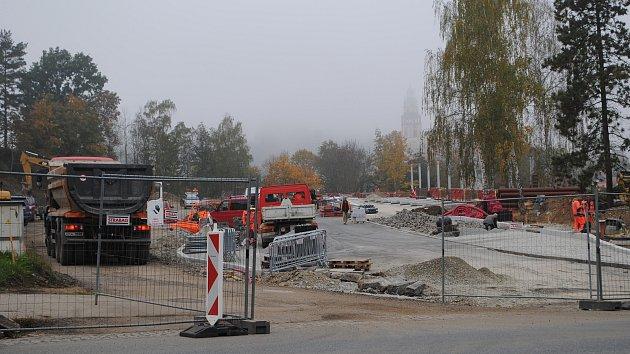 VIDEO: Z nádraží je obří staveniště. Na dokončení stavby jsou necelé tři měsíce