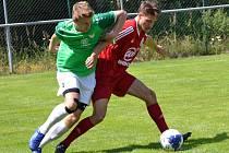 Podruhé se v přípravě gólově ukázal nováček v krumlovských barvách, záložník Zdeněk Kuna (vlevo, na snímku z jiné přípravy s Hlubokou).