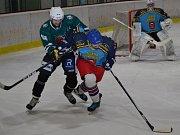 1. čtvrtfinále KL: HC Slavoj Český Krumlov (zelené dresy) - TJ Jiskra Humpolec 1:2 (0:1, 1:0, 0:1).