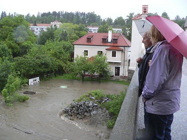 Český Krumlov zatopený Vltavou a Polečnicí.