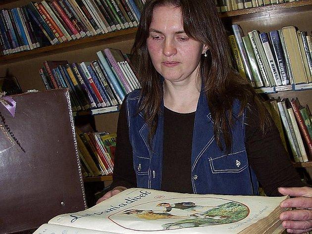 Růžena Lepšová vždycky milovala knihy. Dnes s nimi pracuje.