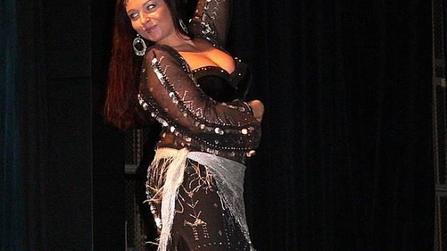Diváci se mohli pokochat tanečním uměním tanečnice a lektorky Shereen.