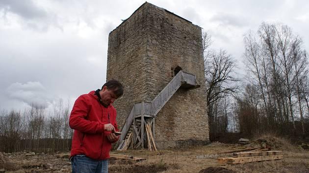Tvrz Tichá a hrad Pořešín na Kaplicku.