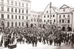 Jednohodinová generální stávka na českokrumlovském náměstí Svornosti 27. listopadu 1989.