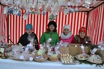 Vánoční trhy v Křemži budou na náměstí T. G. Masaryka pokračovat ještě v sobotu od 9 do 17 hodin.