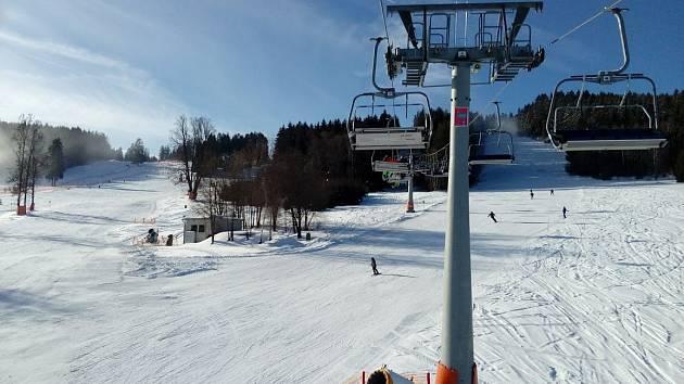 Skiareál Lipno je ideální pro rodiny s dětmi.