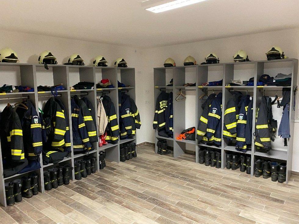 Prostory na šatnu si hasiči v Přední Výtoni zrekonstruovali vlastními silami.