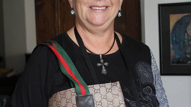 Pravidelnou dárkyní kabelek a dalších věcí je Vlasta Slípková z Loučovic.