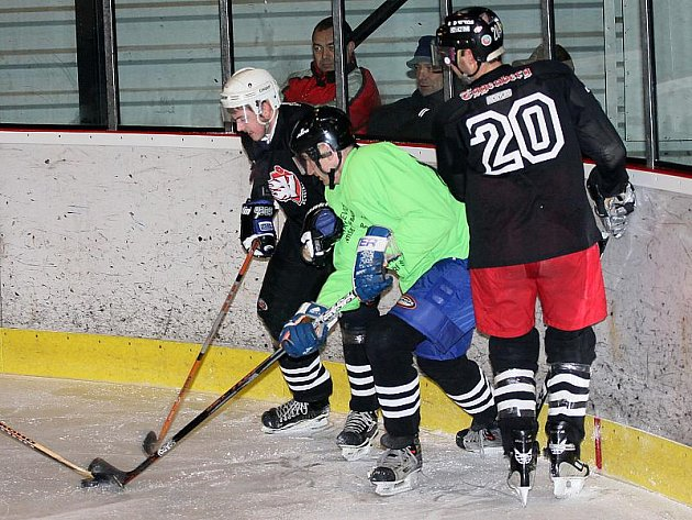 Hokejové utkání sdružené okresní soutěže / HC Větřní - HC Sharks Český Krumlov 6:0.