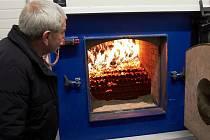Nový zdroj tepla v hornoplánské kotelně je ekologičtější než jeho předchůdce, spaluje totiž biomasu.