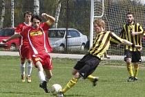 Okresní soutěž muži - 14. kolo: Holubov - Horní Dvořiště 2:1 (1:0).