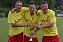 Chvalšinský útočný trojlístek Radovan Kaprál, Lukáš Fučík a Petr Cába (zleva) přispěl k přebornickému titulu týmu z Podkletí v součtu dvaapadesáti góly.