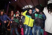 Pekelníci spolu s anděly vyzvali děti i rodiče v Českém Krumlově k tanci.