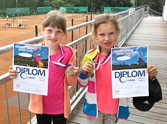 """Nejmenší tenisté krumlovského LTC z kategorie """"bejbíků"""" byli při přeborech v Třeboni hodně vidět."""