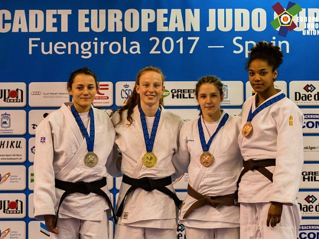 Kvartet nejlepších závodnic turnaje EP ve španělské Fuengirole v kategorii kadetek do 57 kg: (zleva) stříbrná Rania Dridová z Francie, zlatá Maya Goshenová z Izraele a bronzové duo Renata Zachová a Noa Hooiová z Nizozemí.