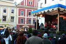 Kapela Chlapi v sobě zpříjemnila lidem mrazivé sobotní odpoledne