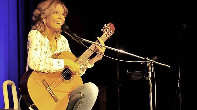 Lenka Filipová zazpívá staré známé hity, ale představí i novinky z připravovaného alba.