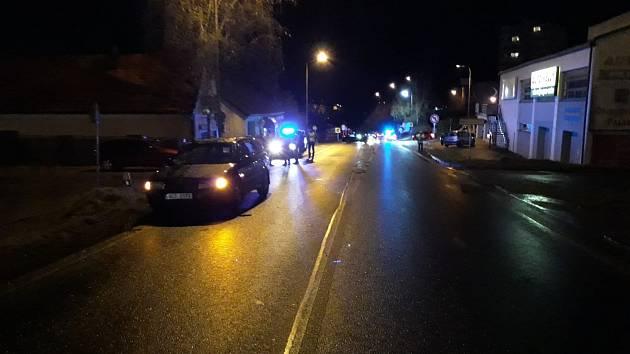 K další smrtelné nehodě došlo v Českém Krumlově. Oběť přebíhala komunikaci a nebyla viditelná pro projíždějící auto.
