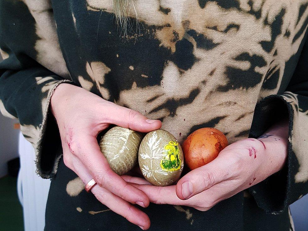 Přírodně zdobená vajíčka Raimondy Kielaité a Milana Prokeše ve Velešíně.