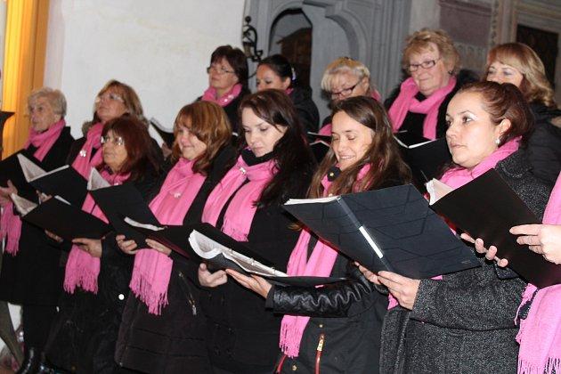 Pěvecký sbor Harmonie připravil sváteční večer ke Dni válečných veteránů.