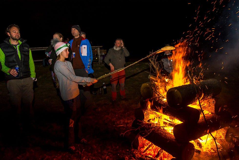 Na Martě nad Frymburkem si místní při Keltském telegrafu udělali pořádný oheň.