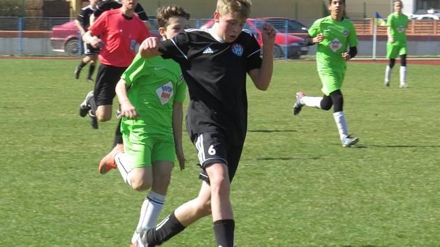 I.A třída starší žáci – 12. kolo: Lokomotiva Veselí nad Lužnicí (zelené dresy) – Spartak Kaplice 0:5 (0:2).