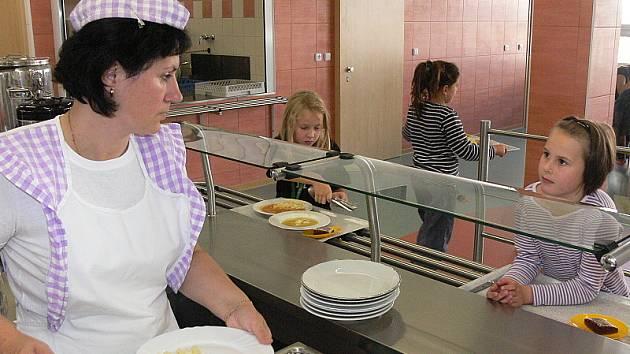 Na výběr ze dvou jídel a svačiny si zatím děti sice počkají, ale ne dlouho.