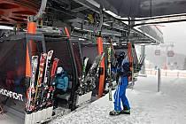 Lyžaři si na Hochfichtu pochvalují lyžování na čerstvém prašanu.